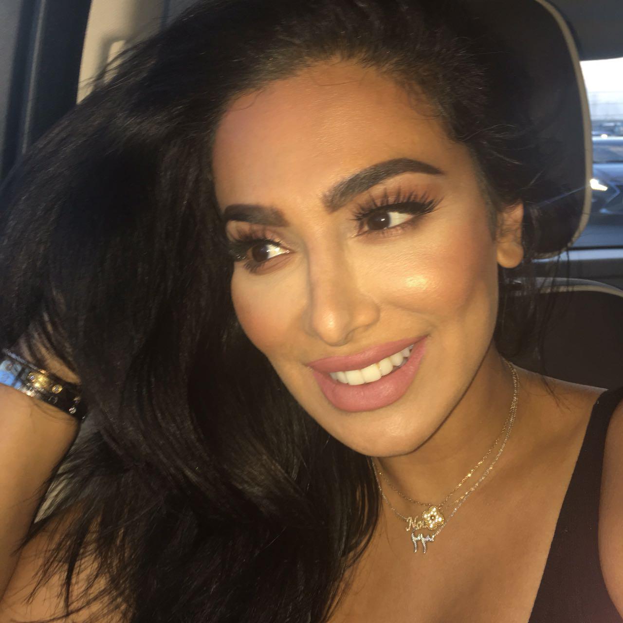 Huda Kattan Porefessional makeup