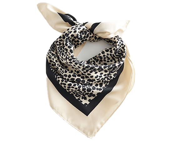 Glossy-Leopard-Scarf