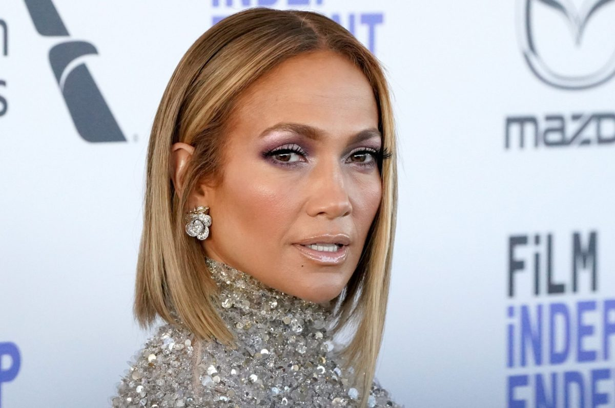 How To Age Like J. Lo, According To An Expert