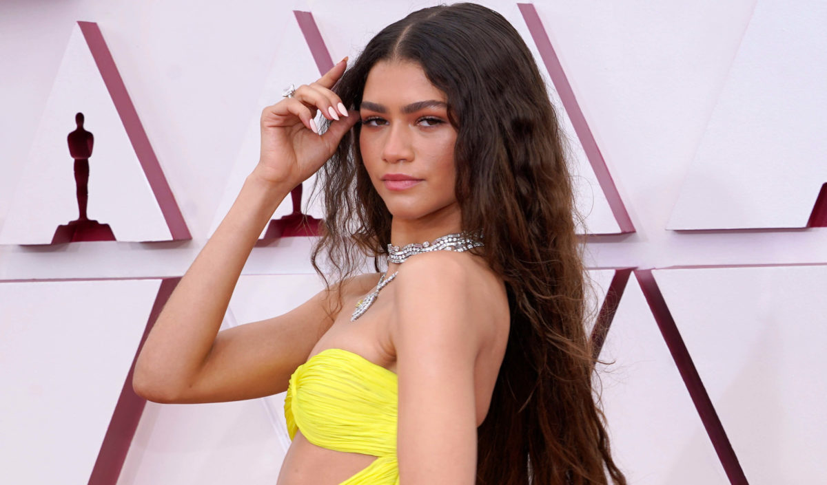 How To Get Mermaid Waves (AKA The Hottest Summer Hair Trend)